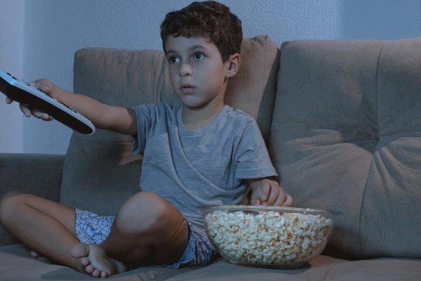 Too much TV increases chances of kids with tooth decay