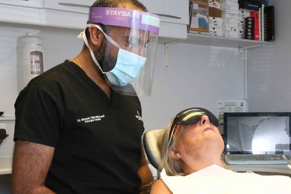 dentist using staysafe visor